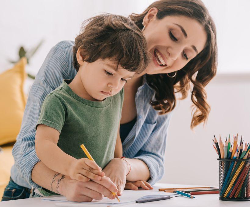 Brincadeira educativa para aprender a escrever.
