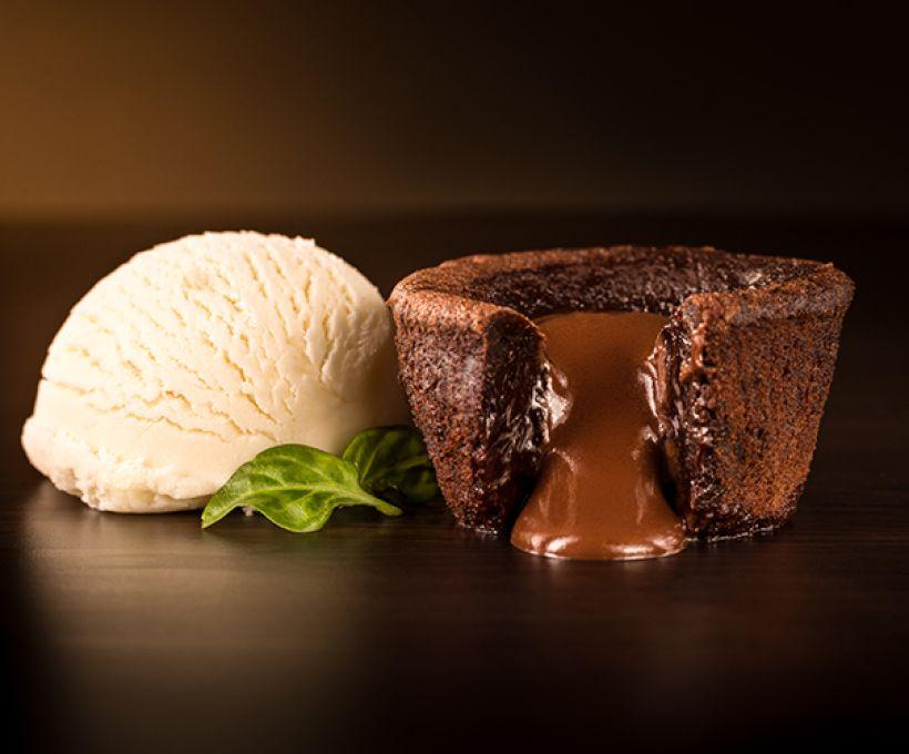 Aprenda a fazer Brownie Recheado com Sorvete